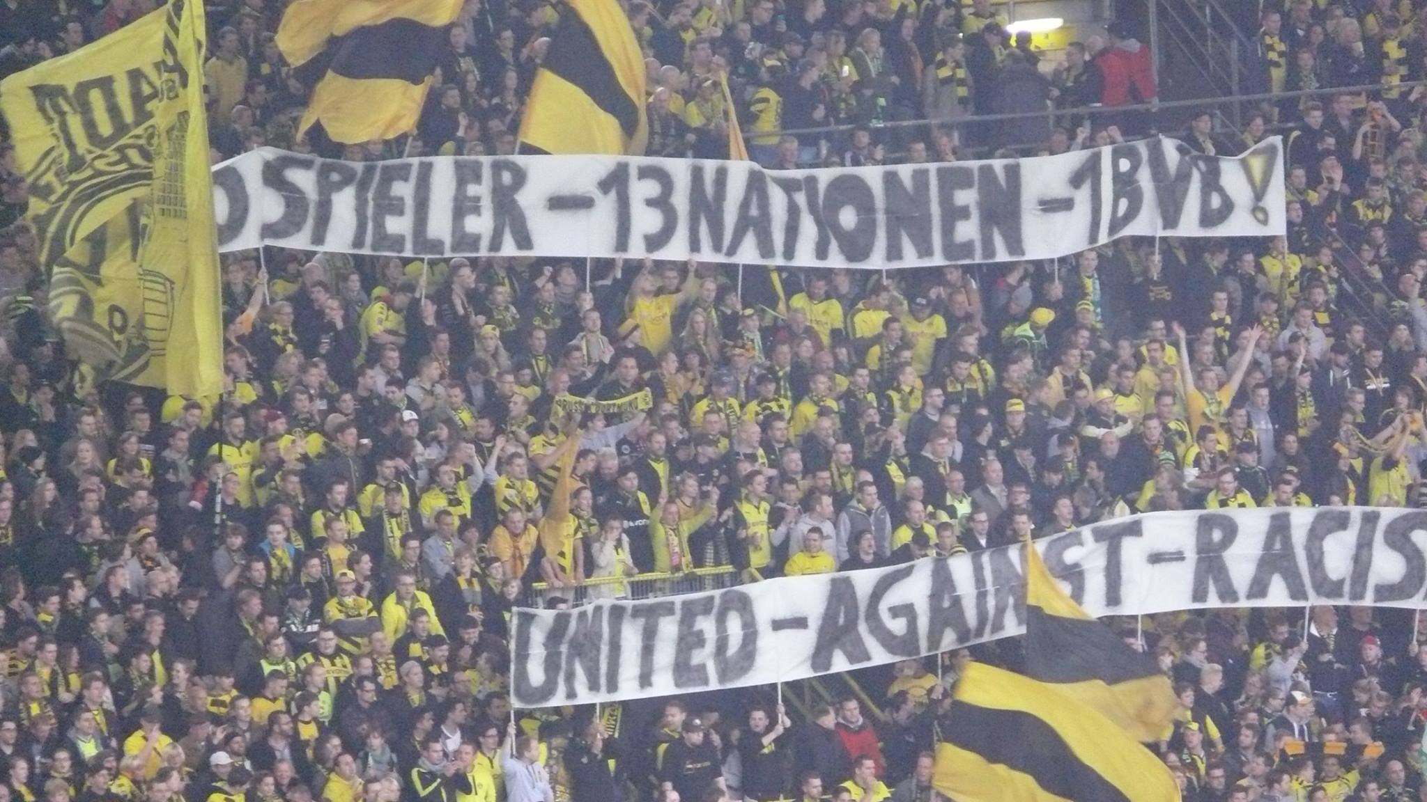 30 Spieler - 13 Nationen - 1 BVB! United against racism!